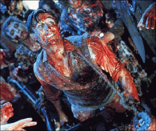 Quel grand réalisateur commence sa carrière par 2 classiques du Gore ?