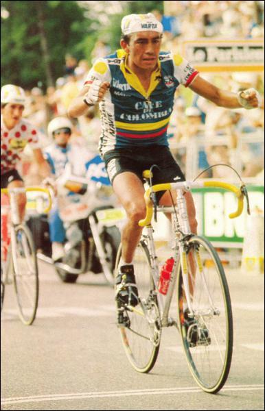 Autre grand champion colombien, ce coureur, capable de s'exprimer aussi bien en montagne qu'en contre-la-montre, a entre autres terminé troisième du Tour de France 1988…