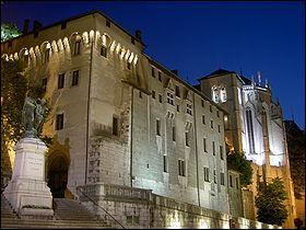 Quel est ce château situé à Chambéry ?