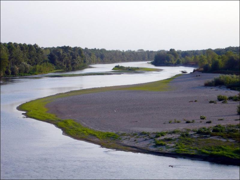 Quel fleuve, fils d'Océan et de Téthys, est identifié au Pô selon les Grecs ?