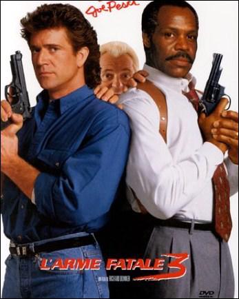 Dans le film ' L'arme fatale' , il joue le rôle d'un flic qui fait équipe avec un collègue incontrôlable et suicidaire ( Mel Gibson ) . Il s'agit de :