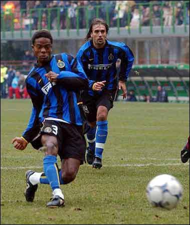 Pour conclure, quel est cet avant-centre sierra-léonais, qui a porté notamment les couleurs de l'Inter Milan et de Monaco ?