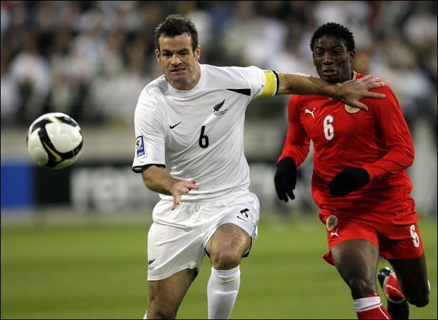 Athlétique défenseur néo-zélandais, évoluant à Blackburn, c'est un des rares joueurs professionnels de son pays. Capitaine des All Whites au Mondial 2010, son nom est...