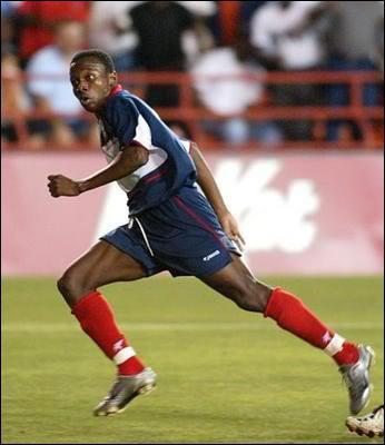 Parmi ces footballeurs haïtiens, lequel n'a jamais évolué en championnat de France ?