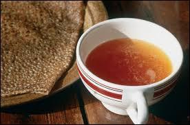 Quelle est la boisson régionale de la Bretagne, servie avec les crêpes et les galettes ?