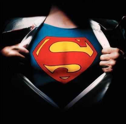 Dans lequel de ces films voit-on Superman sauver Loïs Lane d'un ascenseur piégé dans la Tour Eiffel ?