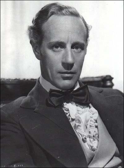 Cet acteur anglais, Ashley Wilkes dans 'Autant en Emporte le Vent', est mort pendant la Seconde Guerre Mondiale, le 1er juin 1943, abattu par un avion de la Luftwaffe au-dessus du Golfe de Gascogne :