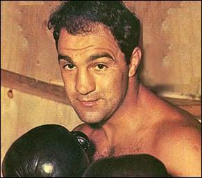 Ce boxeur américain est mort le 31 août 1969, dans un accident d'avion privé près de Des Moines dans l'Iowa :