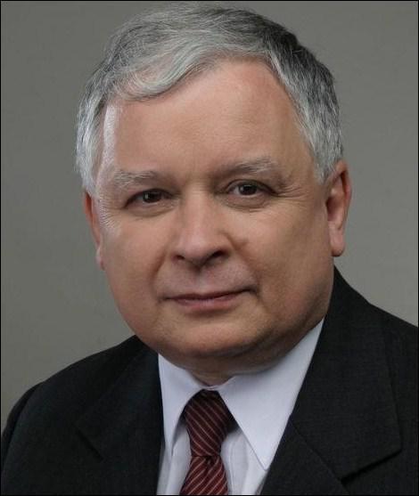Cet homme était Président de la Pologne lorsque son avion s'est écrasé le 10 avril 2010 à Smolensk alors qu'il se rendait aux cérémonies commémoratives du 70e anniversaire du massacre de Katyn :