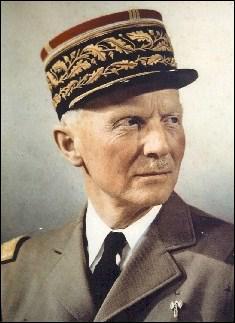 Ce général français, qui signa l'armistice du 22 juin 40, est mort près de Vigan, dans un accident d'avion, au retour d'une mission d'inspection en novembre 1941 :