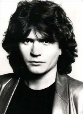 Ce chanteur français est mort dans un accident d'hélicoptère le 14 janvier 1986 à Gourma-Rharous (Mali) en marge du Paris-Dakar :