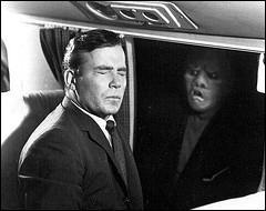 Quel acteur, célébre pour une autre série, jouait Bob Wilson, voyageur croyant apercevoir une créature sur l'aile de son avion dans Cauchemar à 20000 pieds, épisode culte de la Quatrième Dimension ?