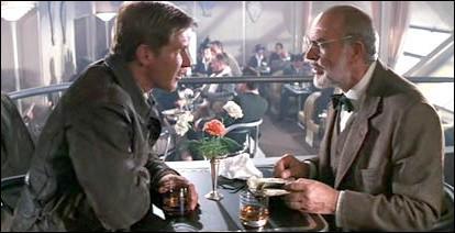 En quel membre d'équipage se déguise Indiana Jones pour faire diversion dans le dirigeable devant permettre de quitter l'Allemagne à lui et son père ?