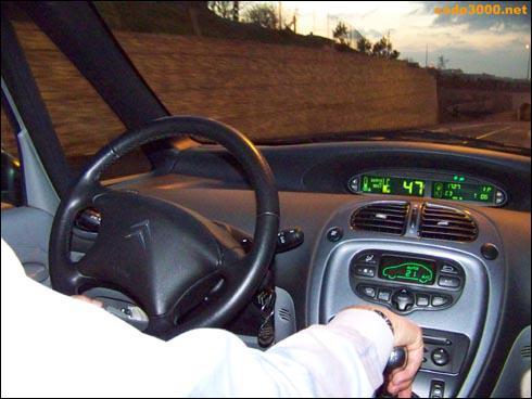 Pour limiter la consommation de carburant, je dois changer les vitesses à bas régime moteur :