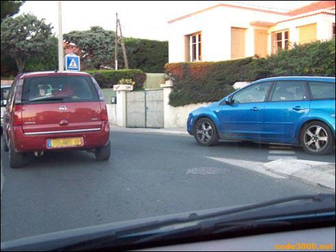 Je doit céder le passage à droite.