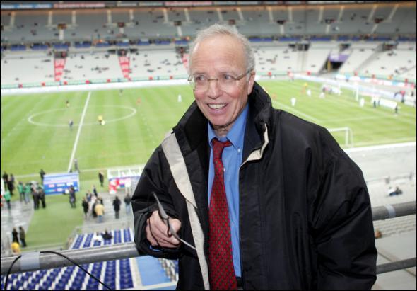 Porte des jugements directs envers les arbitres tel que 'Mr Foote vous êtes un salaud', c'est Thierry ...