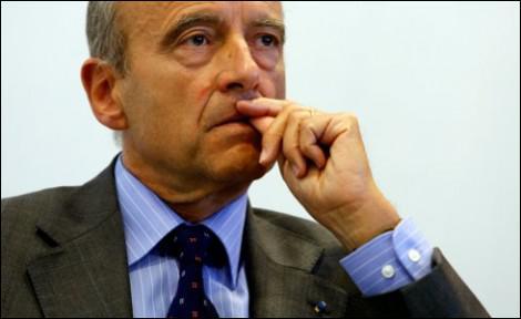 A droite comme à gauche, de nombreux politiques additionnent les mandats, après avoir défendu le non-cumul. Comment Alain Juppé s'est-il justifié ?