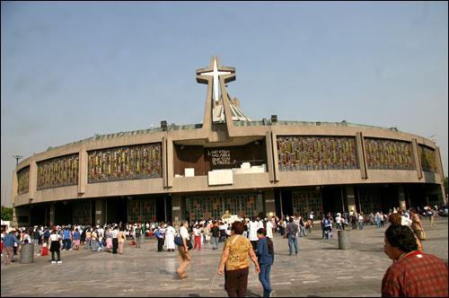 Notre-Dame-de-Guadalupe est le nom donné à la Vierge Marie sur le continent américain. Une basilique lui est dédiée et plus de 20 000 000 de pélerins viennent y prier chaque année ? Elle se trouve à