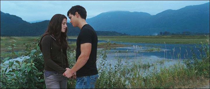 Dans le troisième chapitre, où Bella frappe-t-elle Jacob ?