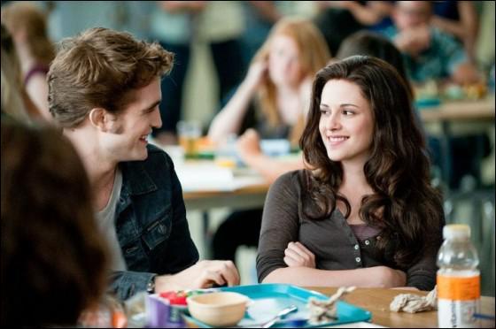 A quelle table se trouvent Bella et Edward ?