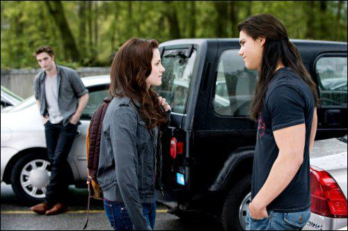Qu'offre Jacob à Bella pour son anniversaire ?