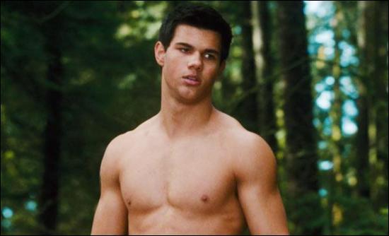 Quelle excuse invente Jacob, pour ne pas répondre au téléphone, lorsque Bella l'appelle ?