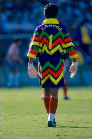 Jorge Campos, qui marqua plus de 30 buts dans sa carrière, avait, outre son goût pour les maillots excentriques, une autre particularité amusante à ses débuts dans le championnat mexicain...