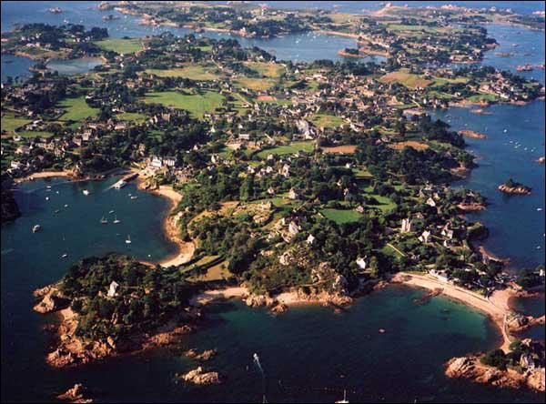 Quelle est cette île très touristique ?