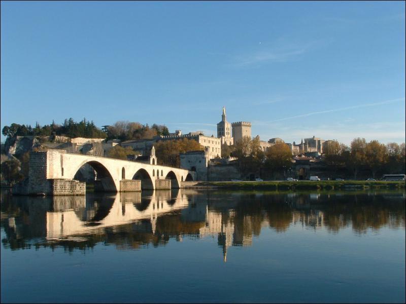 Quel est le véritable nom du Pont d'Avignon ?