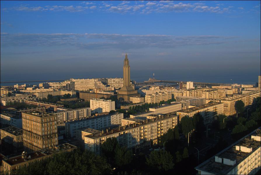 Quel grand urbaniste a remodelé la ville du Havre après les bombardements de la Seconde Guerre mondiale ?