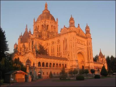 Dans quelle ville normande est honorée Sainte-Thérèse ?