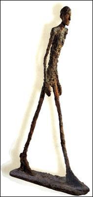 Quel sculpteur a réalisé 'L'homme qui marche' qui est devenue la sculpture la plus chère de l'histoire en s'étant vendue à 74, 2 millions d'euros en 2010 ?