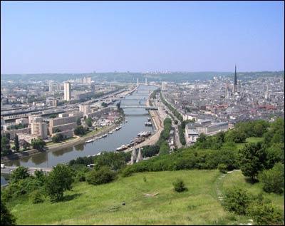 Quel est le nom que l'on donne parfois à la ville de Rouen ?