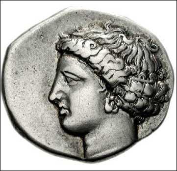 Mes attributs sont 'la gerbe et la faucille' mon nom romain est Cérès. Je suis la Déesse. .