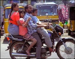 Le nombre d'occupants d'une motocyclette ne peut dépasser le nombre de :