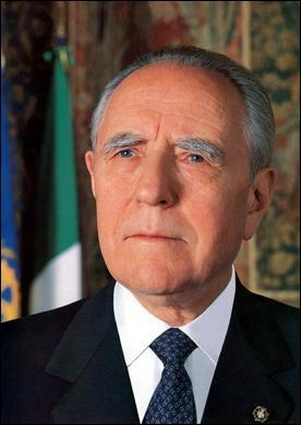 C'est le dixième Président de la République italienne. Comment se nomme-t-il ?