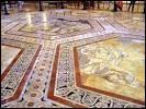 Le pavement du duomo de Sienne est unique au monde, constitué de 56 panneaux gravés. Ce pavement est en...