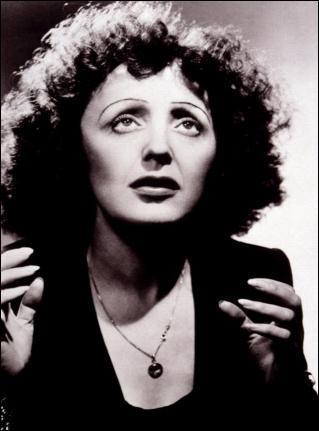 Cette chanteuse française a été la première à faire une carrière internationale. De qui s'agit-il ?