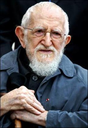 Son vrai nom est Henri Grouès dit...