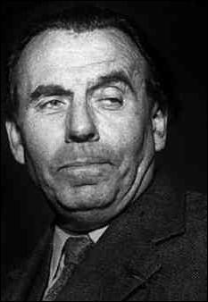 Il s'appelait en réalité Louis-Ferdinand Destouches et a écrit : Voyage au bout de la nuit, Mort à crédit, Bagatelle pour un massacre. Qui était-il ?