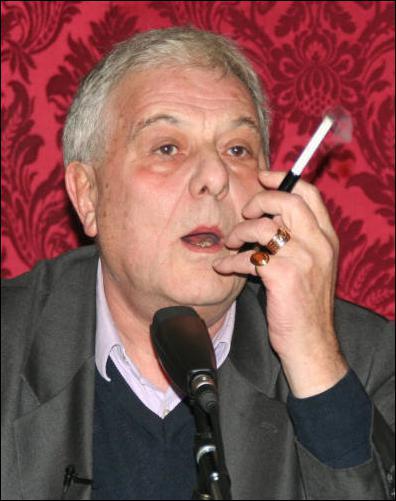 Ecrivain français né à Talence en 1936. Il a écrit de nombreux romans, monographies, essais. Il fut l'ami de Lacan, Althusser, Barthes... Qui est-ce ?