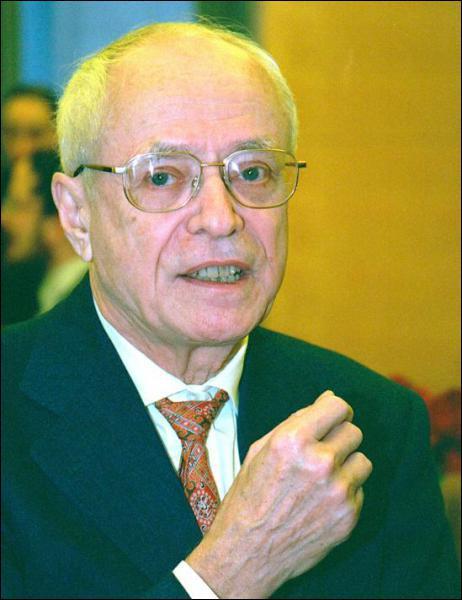 Médaille Fields, ce mathématicien français est né dans les pyrénées orientales. grand officier dans l'ordre de la Légion d'Honneur et grand-croix de l'ordre du Mérite. Qui est-ce ?