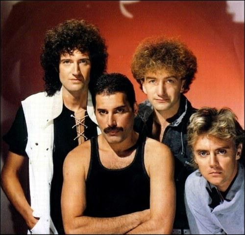 Queen : We are the...