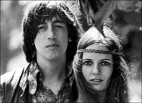 Vous les verrez des fleurs dans les cheveux, tous les hippies de San Fransisco, plein d'amour dans leurs yeux