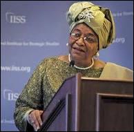 Premère femme élue Présidente en Afrique, diplômée en économie, elle a battu au second tour un certain Georges Weah. Elle s'appelle Ellen Johnson Sirleaf et est à la tête
