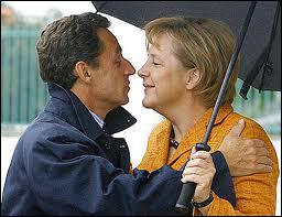 Première femme Chancelier de l'histoire de l'Allemagne, Angela Merkel, entrée en politique en 1989 après la chute du mur de Berlin, a succédé à