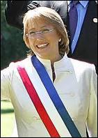 Fille d'un ancien membre du cabinet de Salvador Allende, cette femme fut élue Présidente de Chili de 2006 à 2010. De qui s'agit-il ?