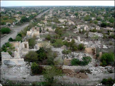 Agdam, ville caucasienne est une ville fantôme depuis la fin de l'ère soviétique est :