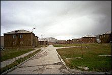 Direction le grand Nord : plusieurs villes de l'archipel du Svalbard (aujourd'hui en Norvège), comme Pyramiden sont des villes fantômes ; autrefois :