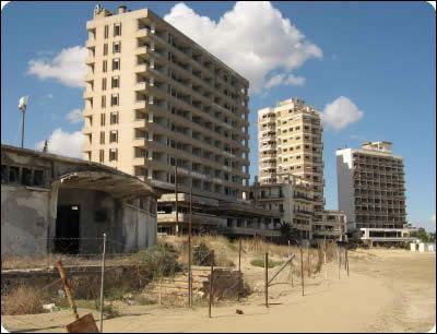 Varosha est une ville chypriote devenue fantôme depuis les affrontements entre Grecs et Turc en 1974. C'est plus exactement un quartier de :